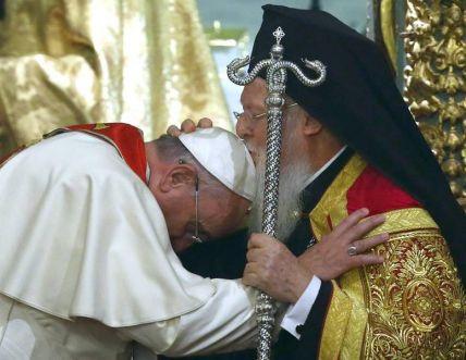 Papa Francesco e il Patriarca Ecumenico Bartholomeos dopo la preghiera
