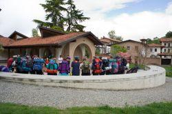 scout riuniti nel cortile dell'accoglienza